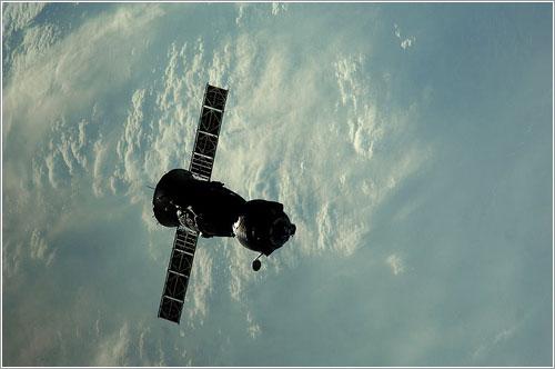 La Soyuz TMA-22 después de dejar la ISS - ESA/NASA