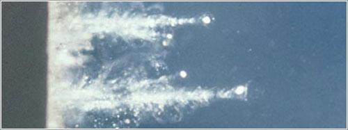 Partículas en aerogel durante pruebas previas al lanzamiento - NASA