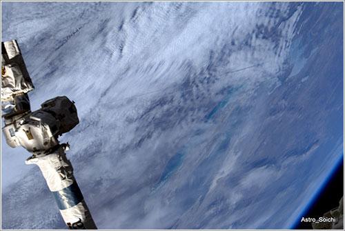 Looooong trail of Soyuz re-entry - Soichi Noguchi