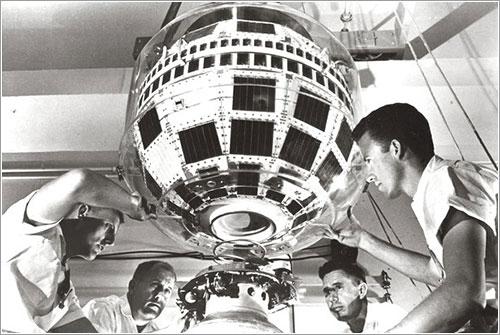 Técnicos de AT&T haciendo pruebas con el Teslstar 1