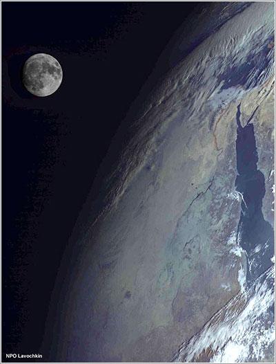 La Tierra y la Luna fotografiadas por el Elektro-L No. 1