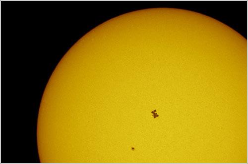 Iss + Endavour frente al Sol