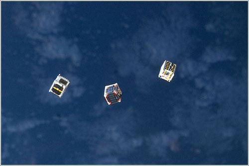Tres CubeSAT emprenden su camino - NASA