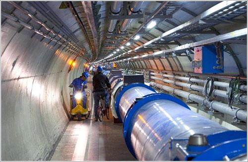 Interior del túnel que alberga el LHC