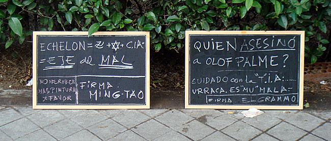 Pizarras WTF en plena calle (CC) by Alvy