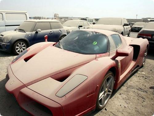 Problemas del primer mundo: coches de lujo abandonados en Dubai