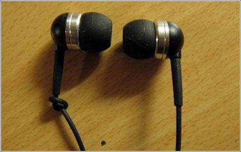 Gran idea de Pojken para diferenciar los auriculares