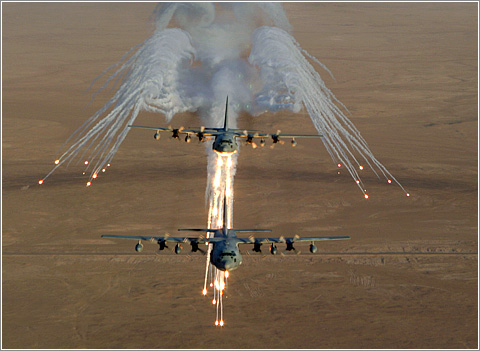 Aviones soltando bengalas