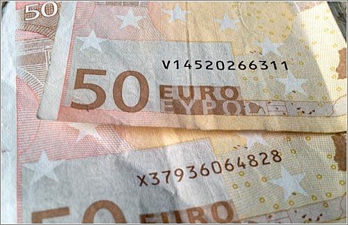 Dos billetes de 50: uno alemán (X) y otro español (V) - (CC)-by Alvy