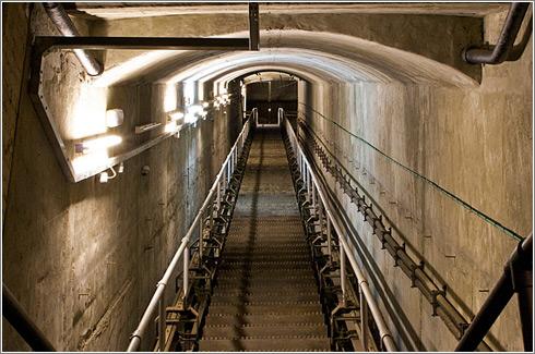 Escalera de entrada al bunker de Burlington © BBC
