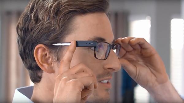 Una microcámara para llevar en la montura de las gafas