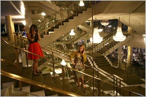 Escherian Stairs at the Dorothy Chandler Pavillion (C) Cindy Tung / usada con permiso, ¡Thanks Cindy!