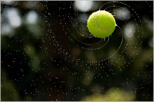 Preciosas espirales formadas por una pelota de tenis