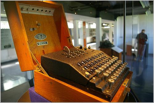 Maquina Enigma en el Museo, (CC) Tim Gage