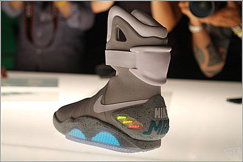 d38f13ee9f Vaya revuelo se ha montado con vídeos y anuncios secretos de las Nike Mag,  las famosas zapatillas deportivas que Marti McFly lucía en Regreso al Futuro  2.