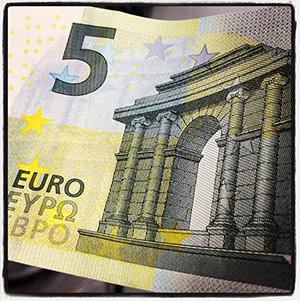 Nuevo billete de 5 euros (CC)-by Alvy