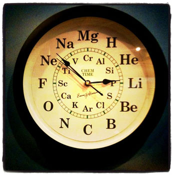 El reloj de la tabla peridica microsiervos arte y diseo reloj tabla peridica urtaz Choice Image