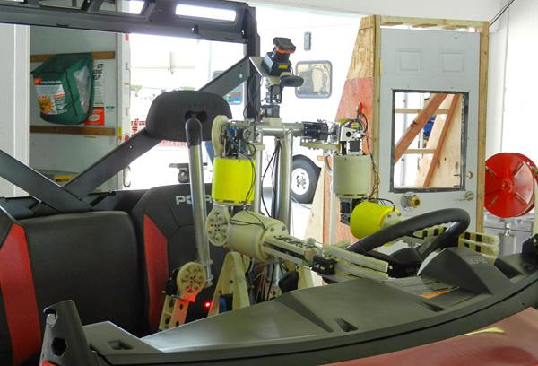 Robot-Conduciendo-Coche-Darpa