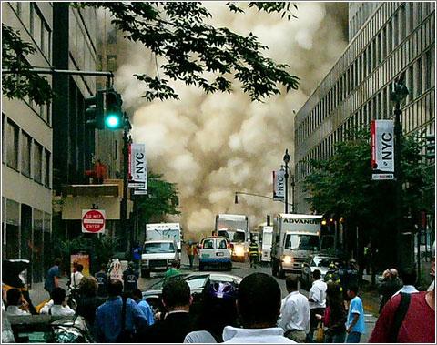Efectos de la explosión del sistema de vapor de Nueva York. Foto (CC) Kamal H.