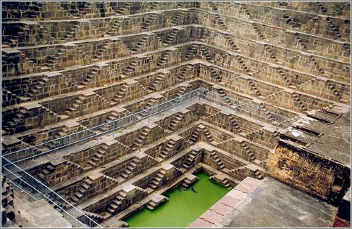 Chand Baori: El templo de los mil escalones / Foto: GNU FDL Doron