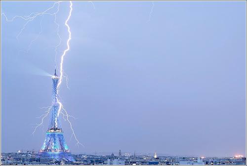 Torre Eiffel y rayo