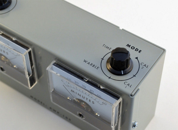 Model AWK-105 Analog Voltmeter Clock