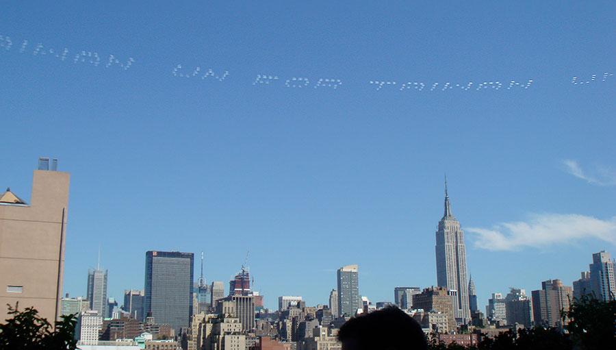 Mensajes sobre el cielo de Manhattan, NY (CC) Alvy