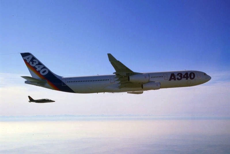 El primer Airbus A340 en vuelo