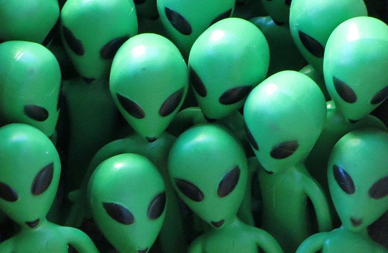 Típicos alienígenas grises, pero en verde