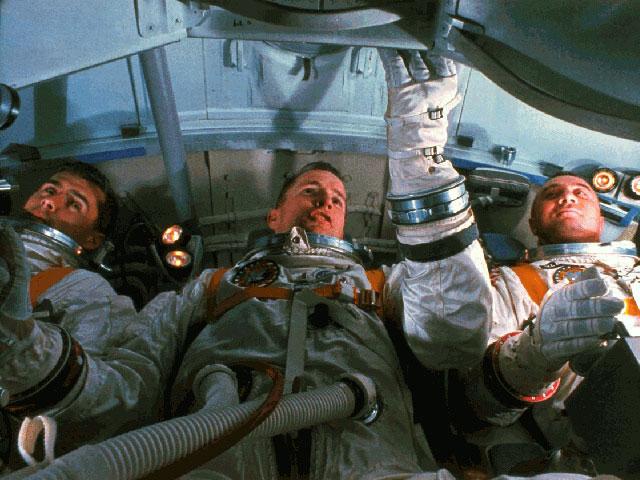 La tripulación del Apolo1 en un simulador