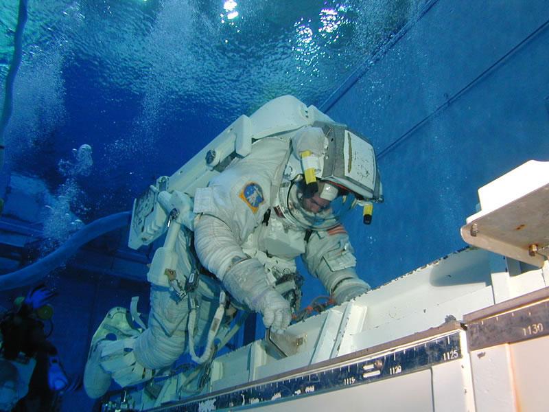 Un astronauta en el NBL