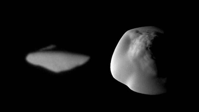 Atlas vista por Cassini