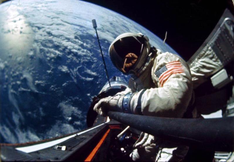 Buzz Aldrin con su paloselfie
