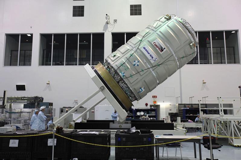 La Cygnus 0A-7 durante su procesado