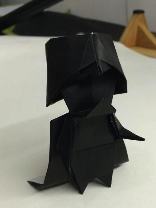 Haz tu propio Darth Vader de papel en Origami | Estrellas de ... | 670x502
