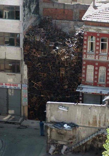 Instalación de Doris Salcedo en Estambul