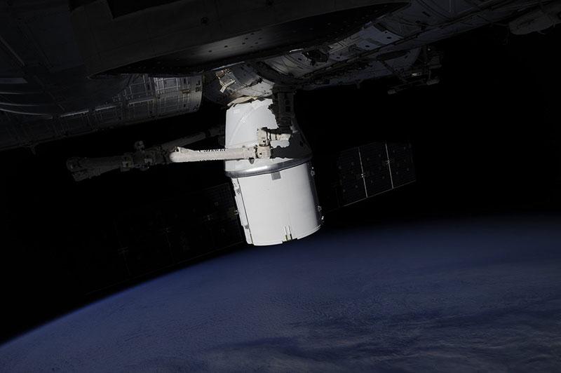 La Dragon SpX–9 ya atracada en la EEI