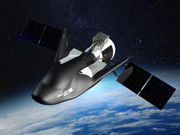 Una Dream Chaser de carga en el espacio