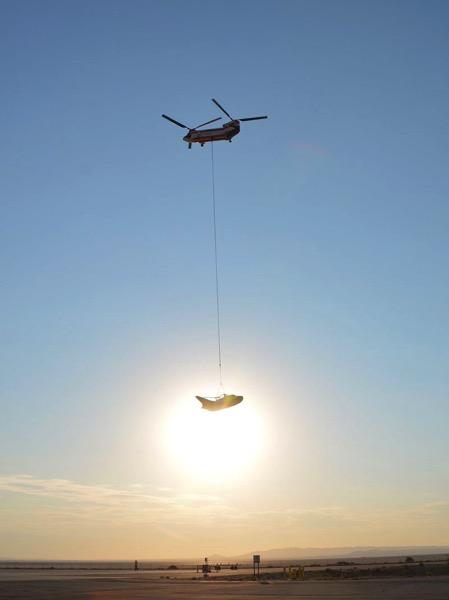 Colgando de un helicóptero