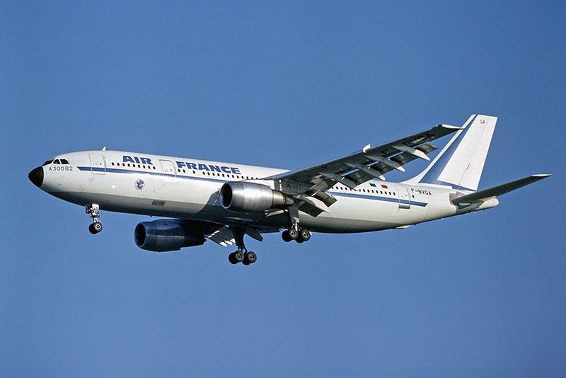El primer A300B2 en vuelo