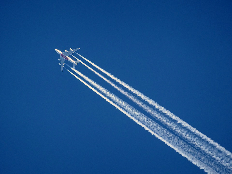 A380 dejando estelas