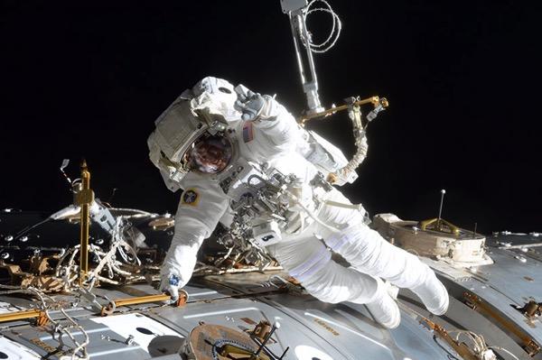Jack Fischer durante el paseo espacial