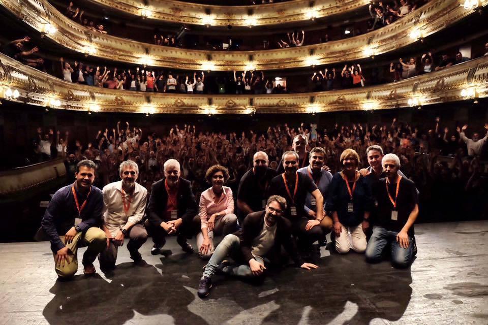 Público, conferenciantes y organizadores tras NaukasCoruña neurociencia