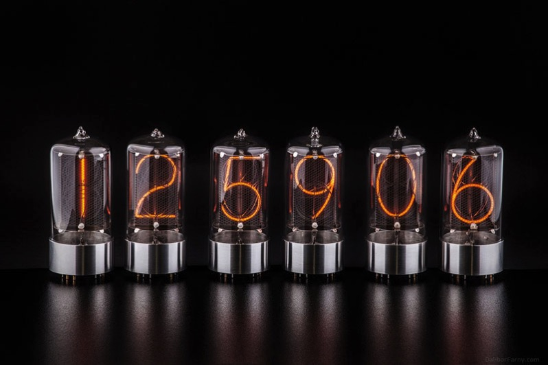 Nixies R Z568M de Dalibor Farny