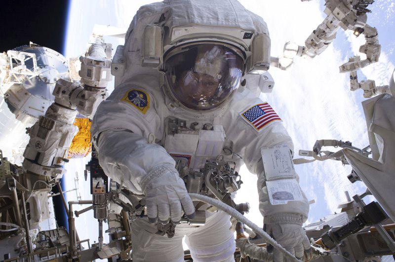 Peggy Whitson durante un paseo espacial