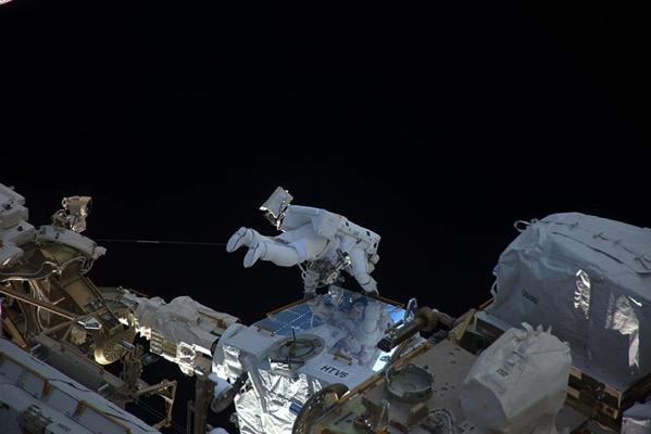 Pesquet durante uno de sus paseos espaciales