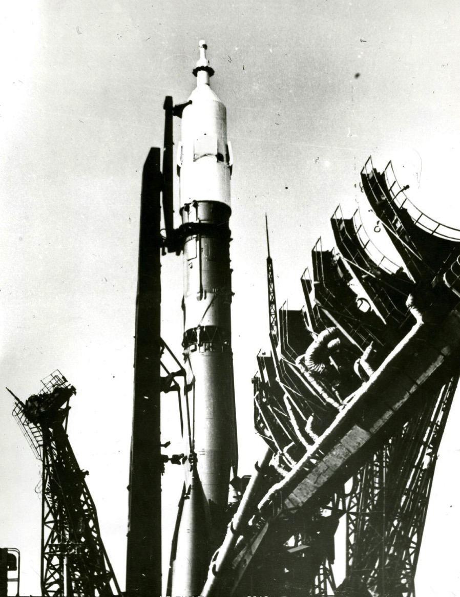 El primer Soyuz en la plataforma de lanzamiento