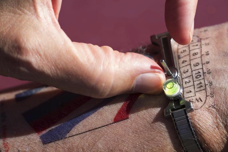Reloj de sol-tatuaje – Dennis Wise / U. of Washington Photography