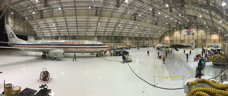 Un compañero de hangar