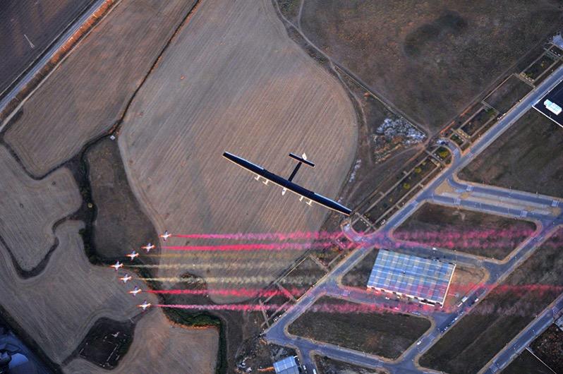 Patrulla Águila y Solar Impulse 2